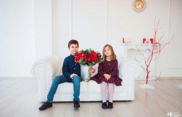 Фотосессия в Подольске в студии всей семьей-299