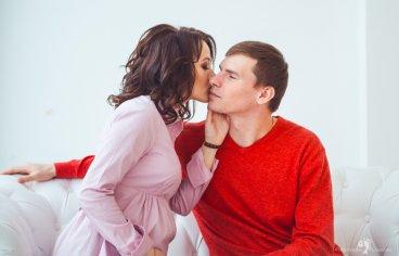Фотосессия беременных с мужем в студии-341