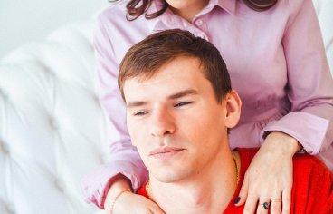 Фотосессия беременных с мужем в студии-342