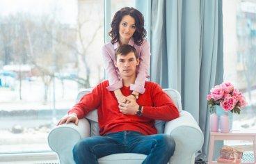 Фотосессия беременных с мужем в студии-329