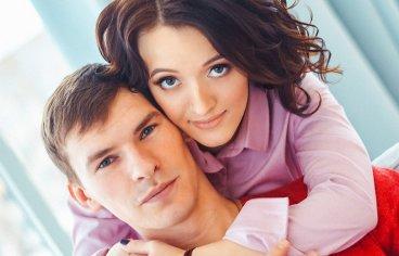 Фотосессия беременных с мужем в студии-348