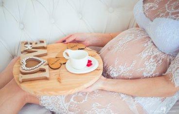 Фотосессия беременных с мужем в студии-322