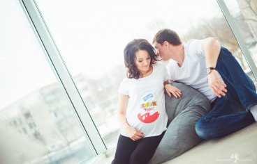 Фотосессия беременных с мужем в студии-327