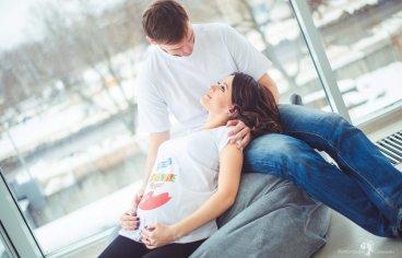 Фотосессия беременных с мужем в студии-325